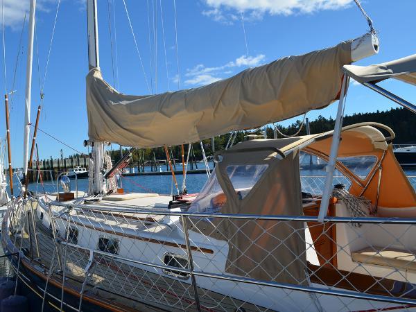Morris Yachts 42 deck 1