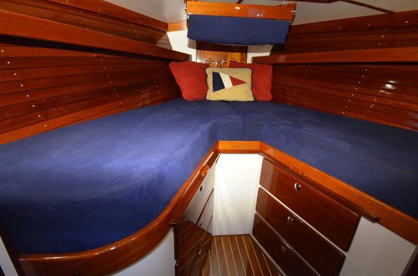 Morris Yachts 42 V Berth