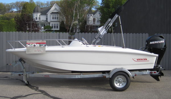 Boston Whaler 150 Super Sport Side