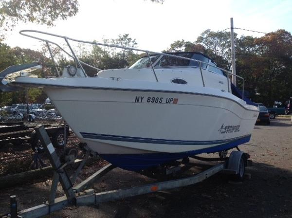 Seaswirl Striper 2100 Walk Around Bow View - Portside