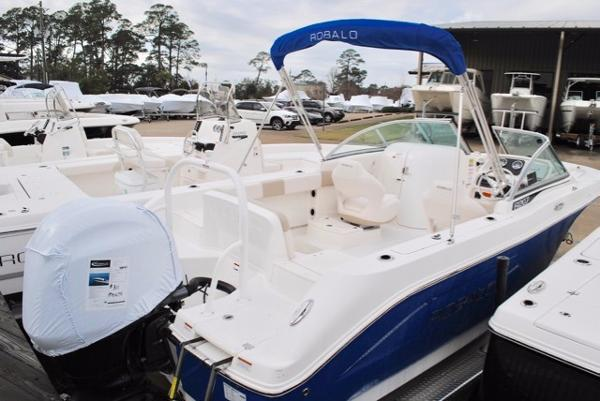 Robalo R207 Dual Console 2017-robalo-207-dual-console-bowrider-for-sale
