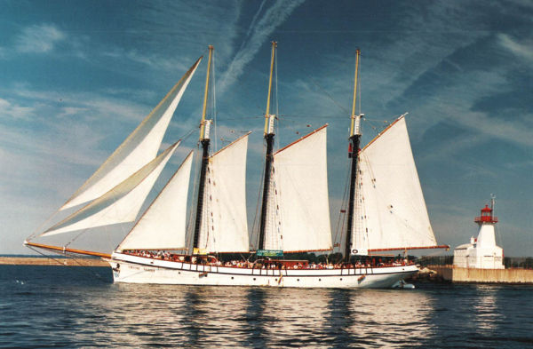 Custom Tall Ship 3-Masted Tern Schooner Photo 1