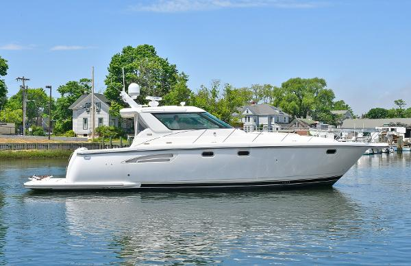 Tiara 4400 Sovran Starboard Side