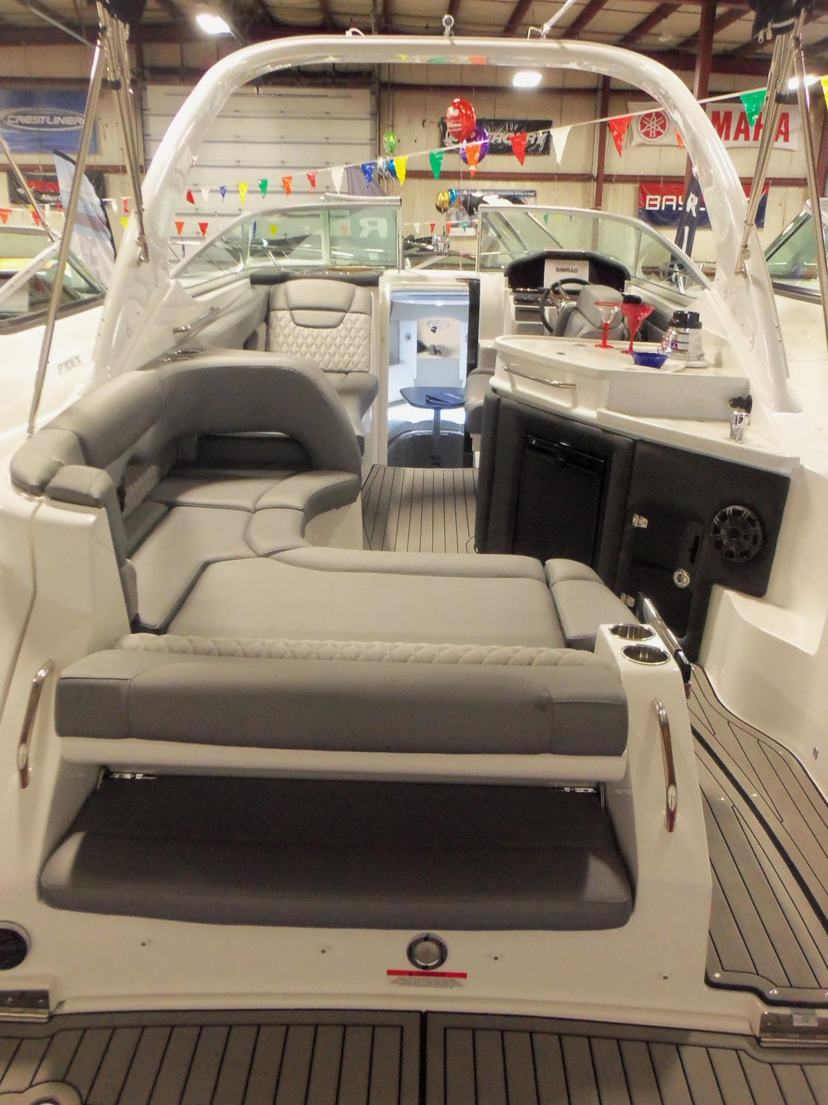 Rinker 290 EX / Express Cruiser
