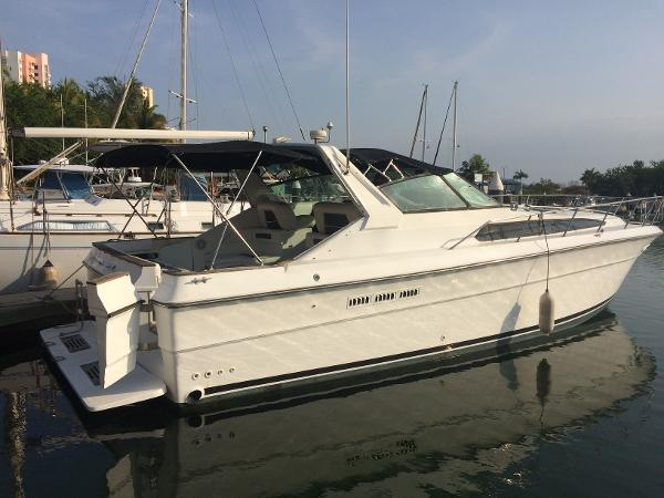 Sea Ray 300 Express Cruiser