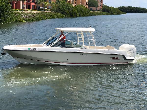 Boston Whaler 27 DC