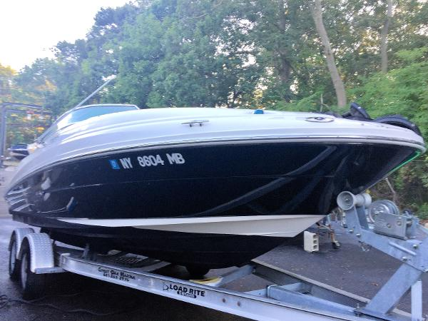 Sea Ray 220 Sundeck Starboard