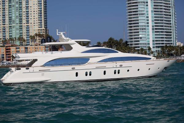 Azimut Grande 116 side view