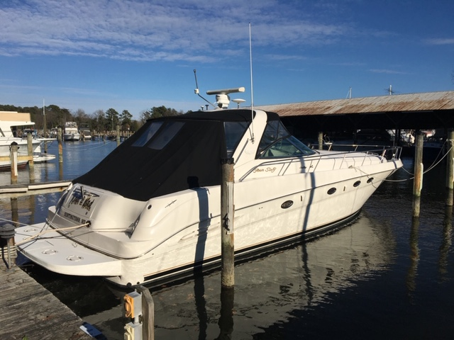 Sea Ray 460 Sundancer Starboard Side View