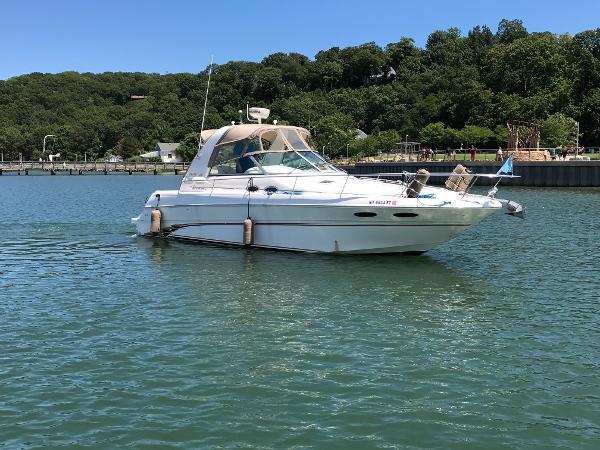 Sea Ray 310 Sundancer Starboard Side