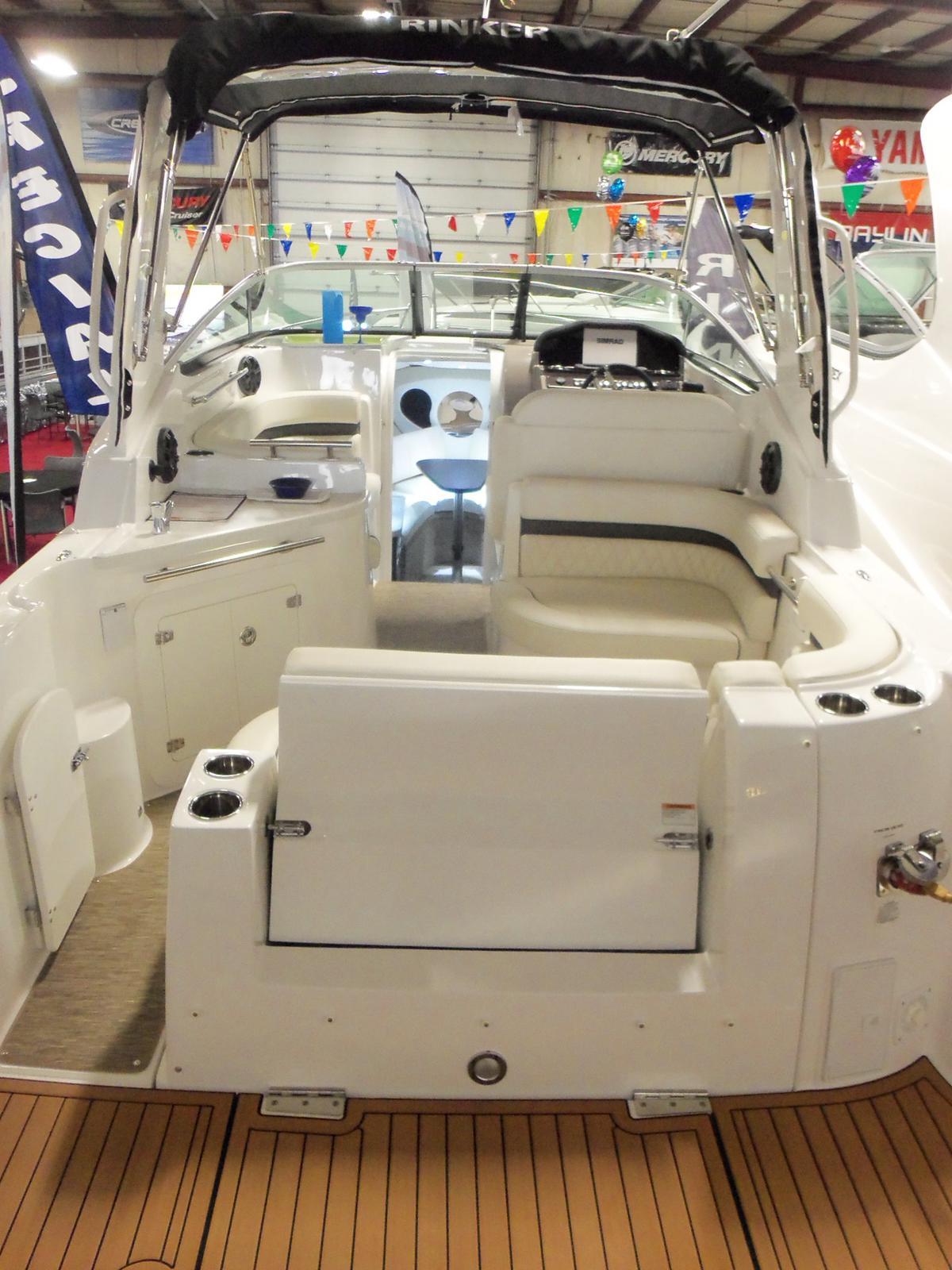 Rinker 270 EX / Express Cruiser