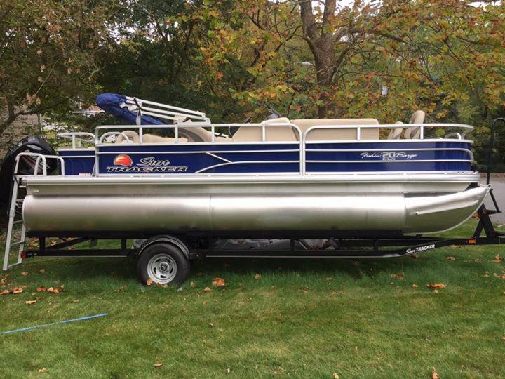 Sun Tracker Fishing Barge 20 DLX