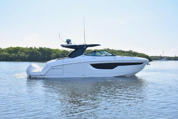 Cruisers Yachts 38 GLS 2020 Cruisers 38 GLS - Profile