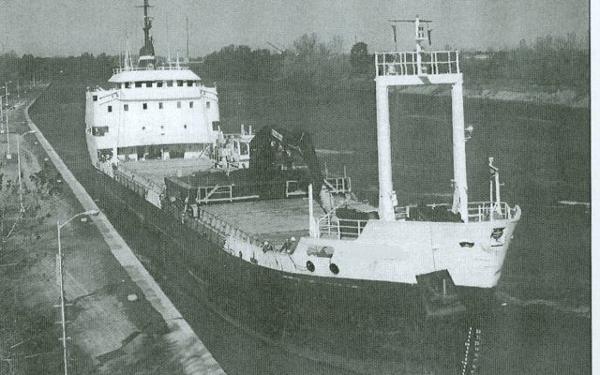 324' General Cargo Vessel Self Unloading & Unloading Crane