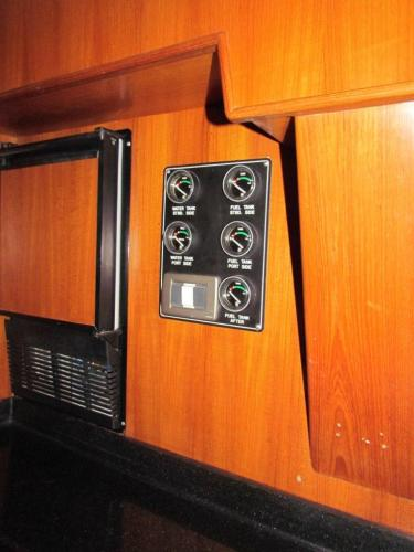 Galley ice maker and tank gauges