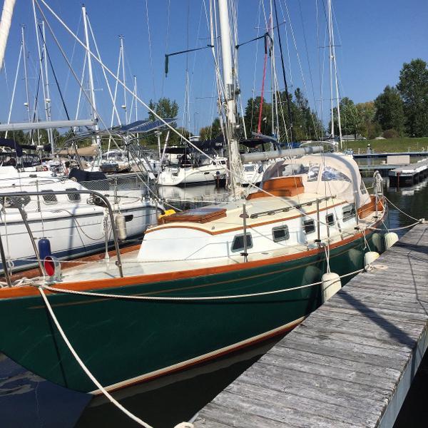 Rhodes Chesapeake 33