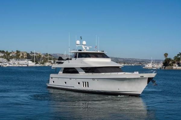 Ocean Alexander Motor Yacht Starboard side