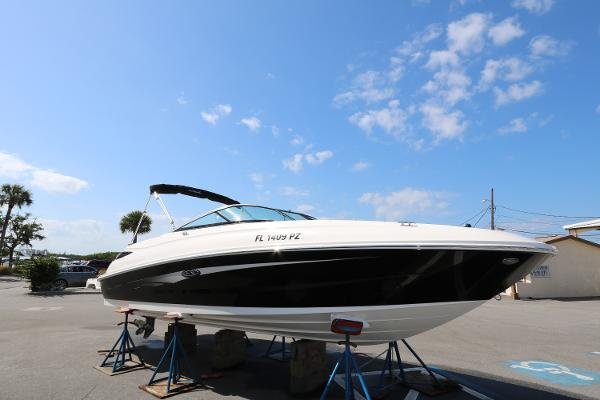 Sea Ray 240 Sundeck Profile