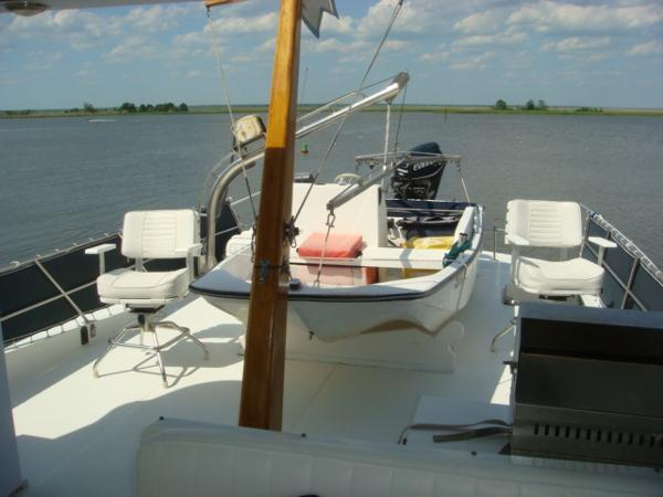 60' DeFever flybridge aft