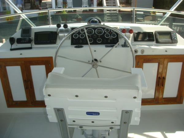 60' DeFever flybridge helm
