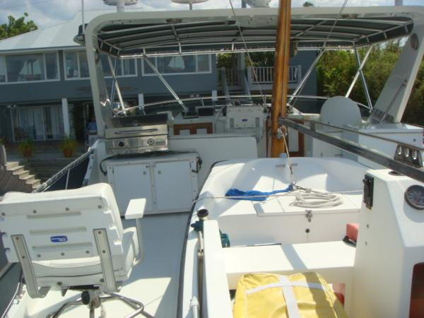 60' DeFever flybridge forward