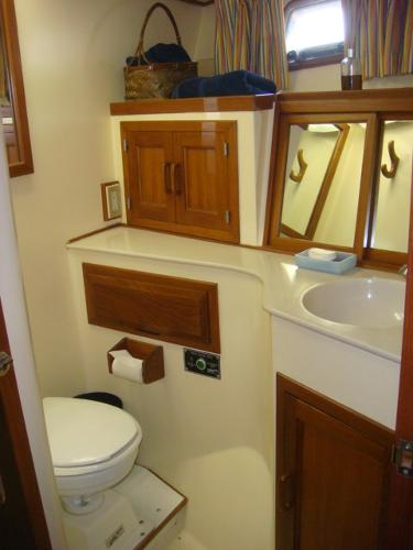 60' DeFever forward guest stateroom head