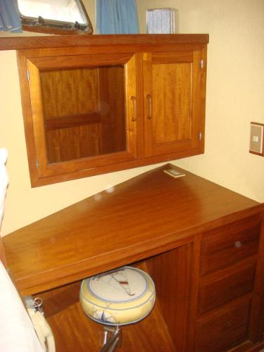 60' DeFever forward guest stateroom desk/vanity