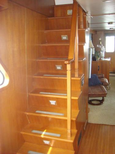 60' DeFever pilothouse to flybridge stairs