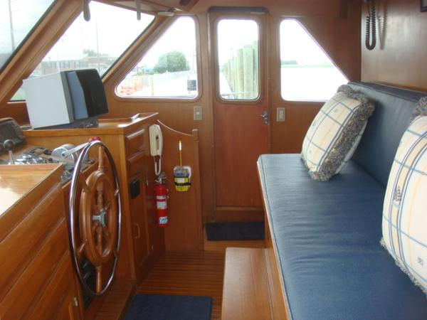 60' DeFever pilothouse starboard
