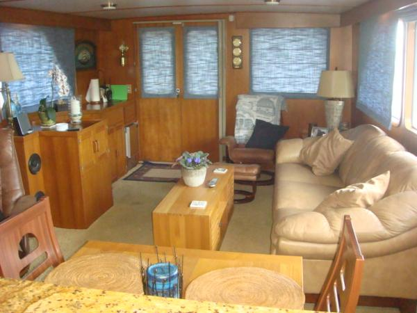 60' DeFever salon aft