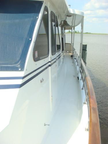 60' DeFever port side deck photo1