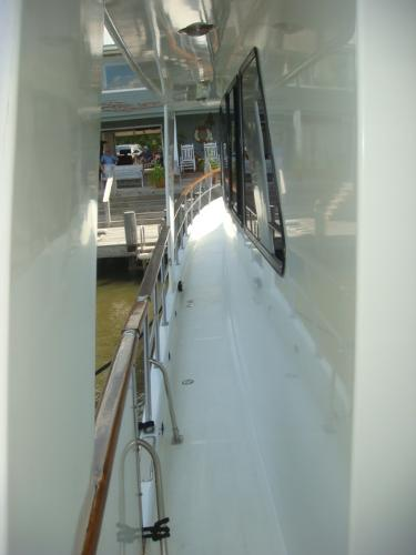 60' DeFever port side deck photo2