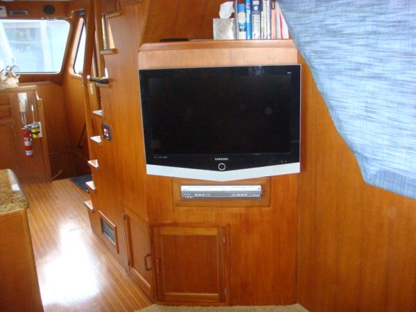 60' DeFever salon starboard forward