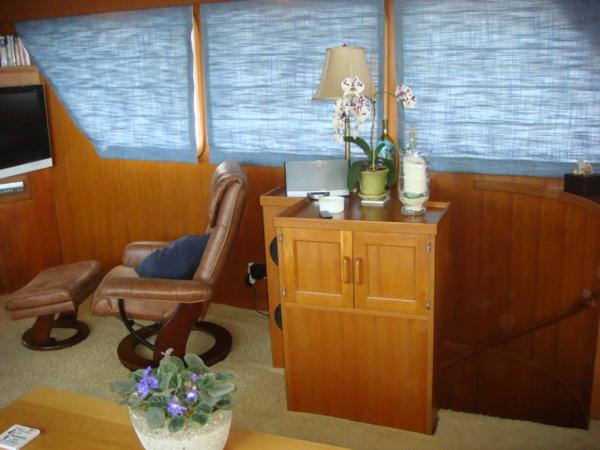 60' DeFever salon starboard