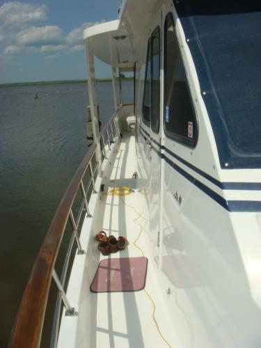 60' DeFever starboard side deck photo1