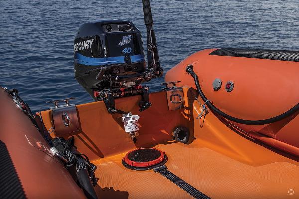 Valiant RIBs Raptor Rescue (3.8 - 8.5m) Valiant RIBs Raptor Rescue (3.8 - 8.5m)