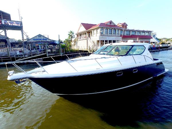 Tiara 4300 Sovran Port Bow