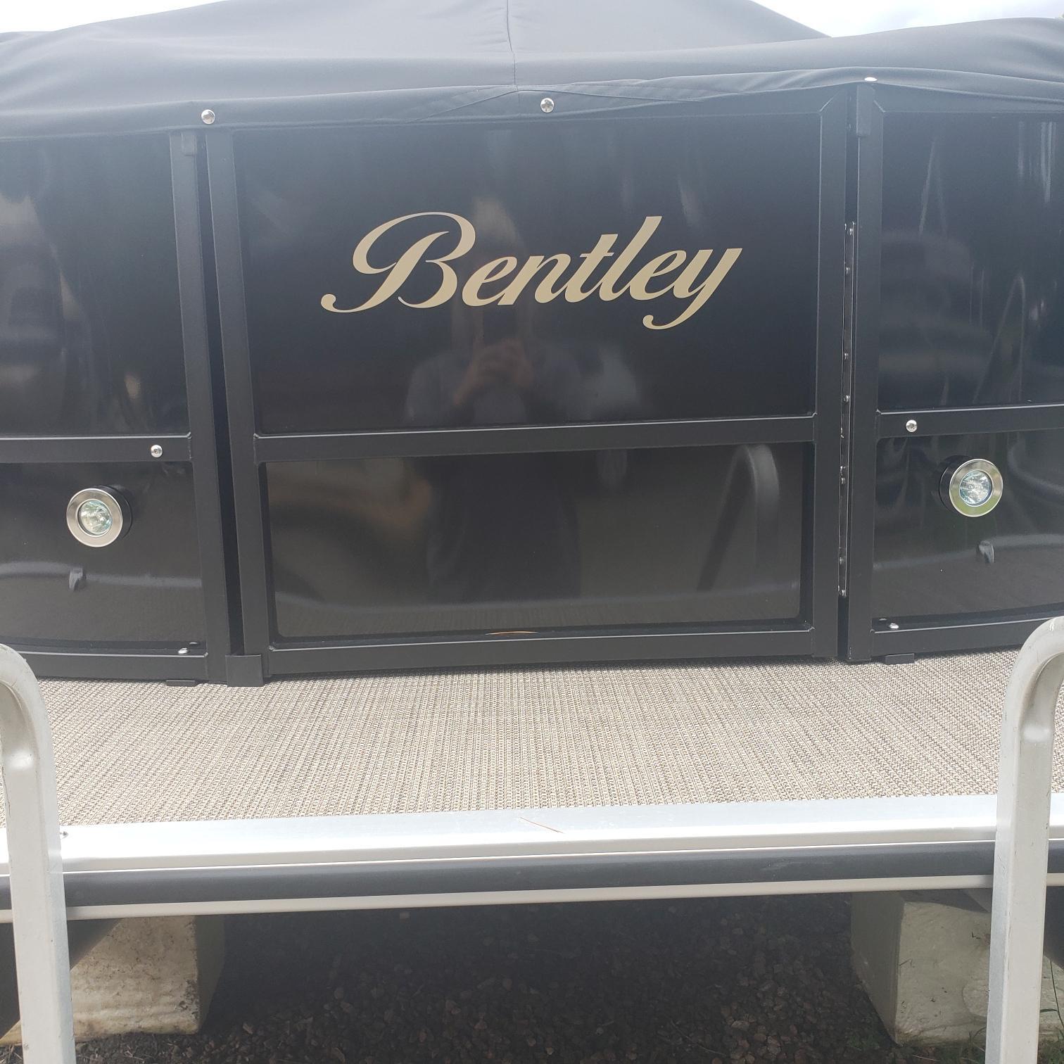 Bentley 220 Cruise