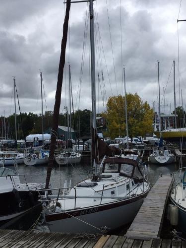 Hinterhoeller Niagara 31 At Dock
