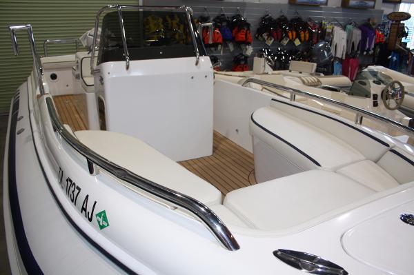 Novurania CL 700