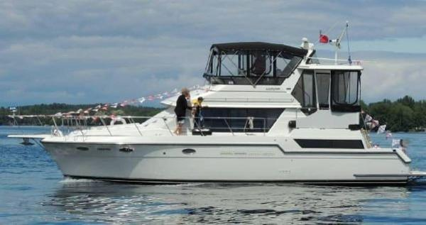 Carver 430 Cockpit Motor Yacht underway