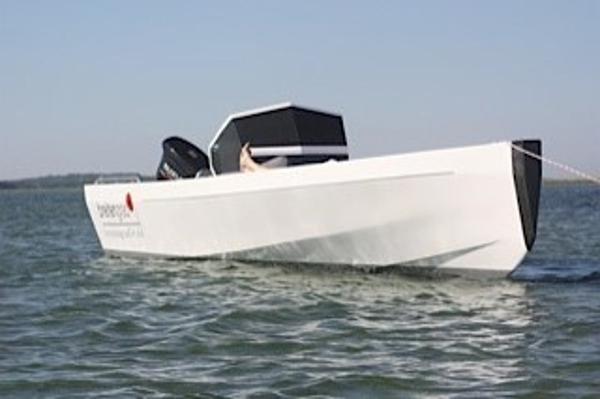 Custom Sonstige Breitengrad 54 C700 Seite im Wasser #1
