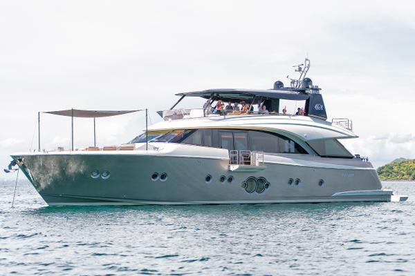 Monte Carlo Yachts 86 Monte Carlo Yacht 86