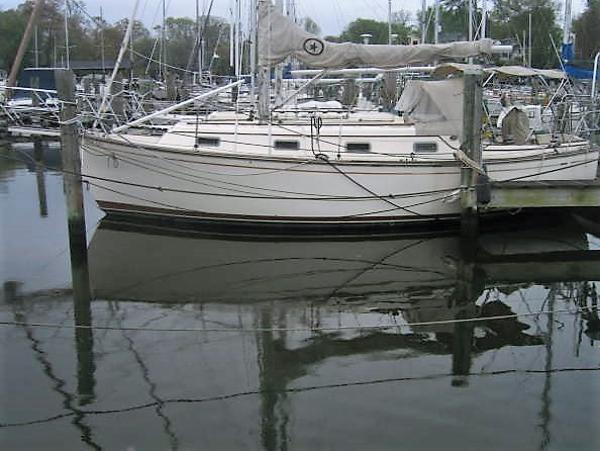 Island Packet 31 At the dock