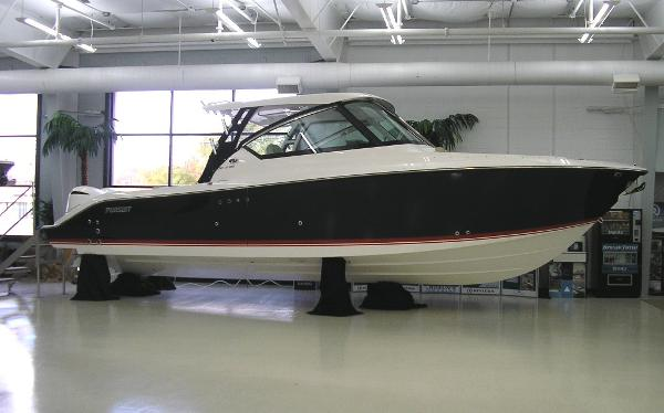 Pursuit 295 DC Sister Ship (Red Boot Stripe)