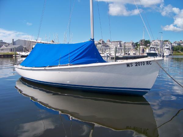 Rhodes Rhodes 19 Centerboard Sailboat