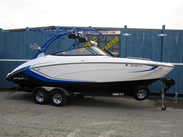 Yamaha Boats 242 X