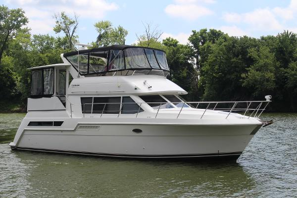 Carver 405 Motor Yacht Starboard Bow