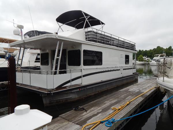 Destination Yacht Houseboat