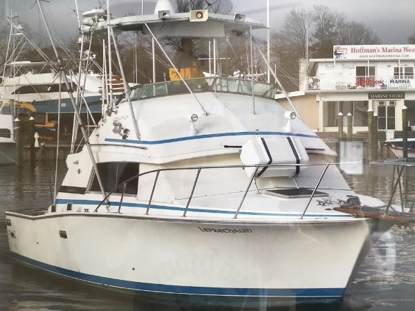 Bertram 33 Sportfish Flybridge